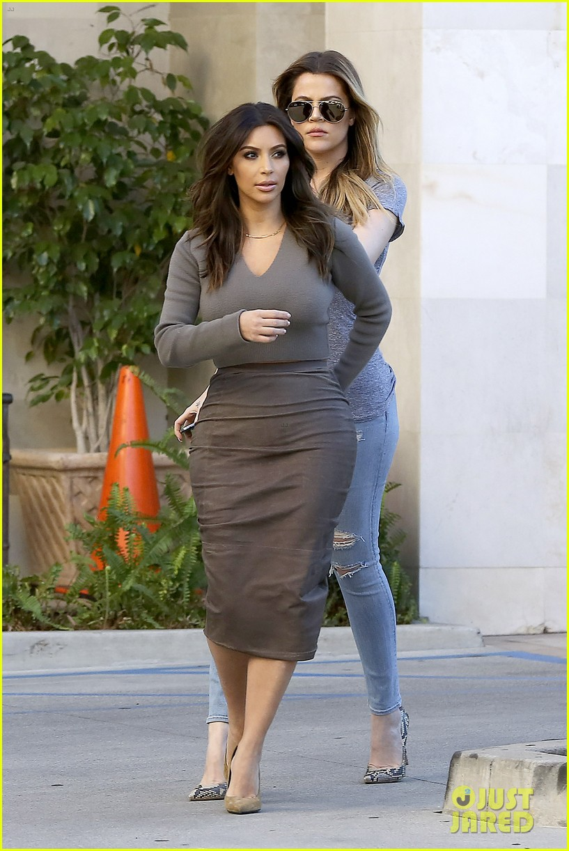 kim kardashian goes back to brunette hair steps out with sisters khloe kylie with new do 11
