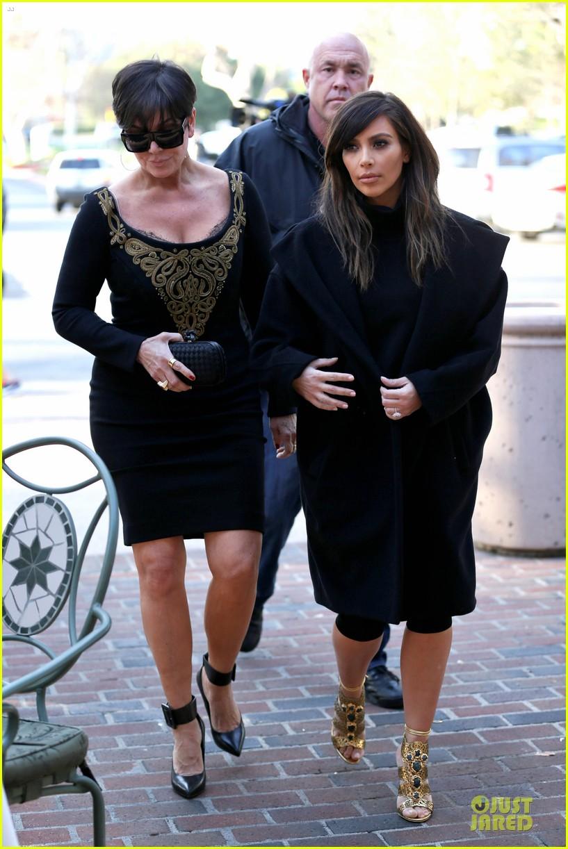 kim kardashian restaurant filming with mom kris jenner siser khloe 093047637