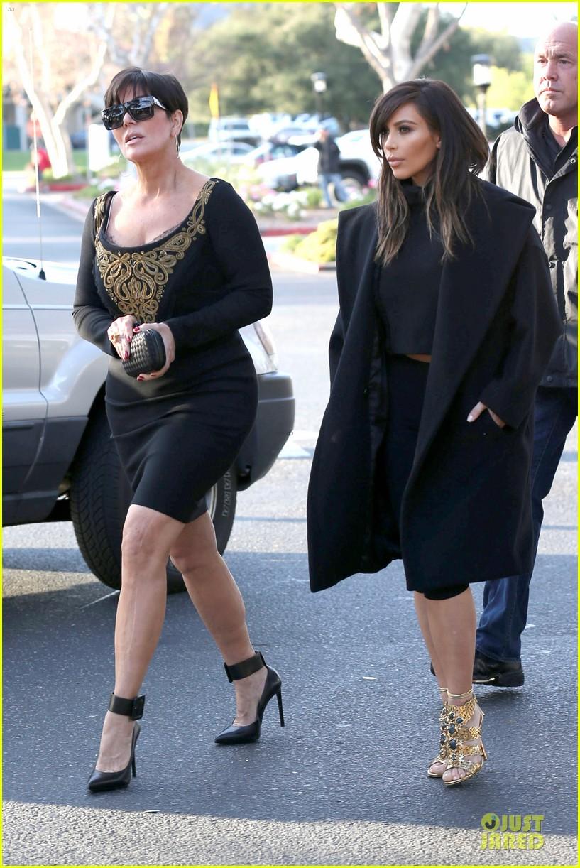 kim kardashian restaurant filming with mom kris jenner siser khloe 25