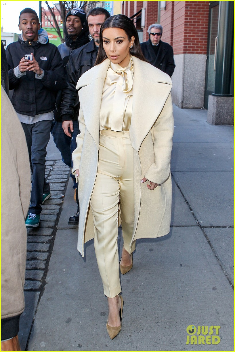 kim kardashian kanye west go shopping together in soho 053059764