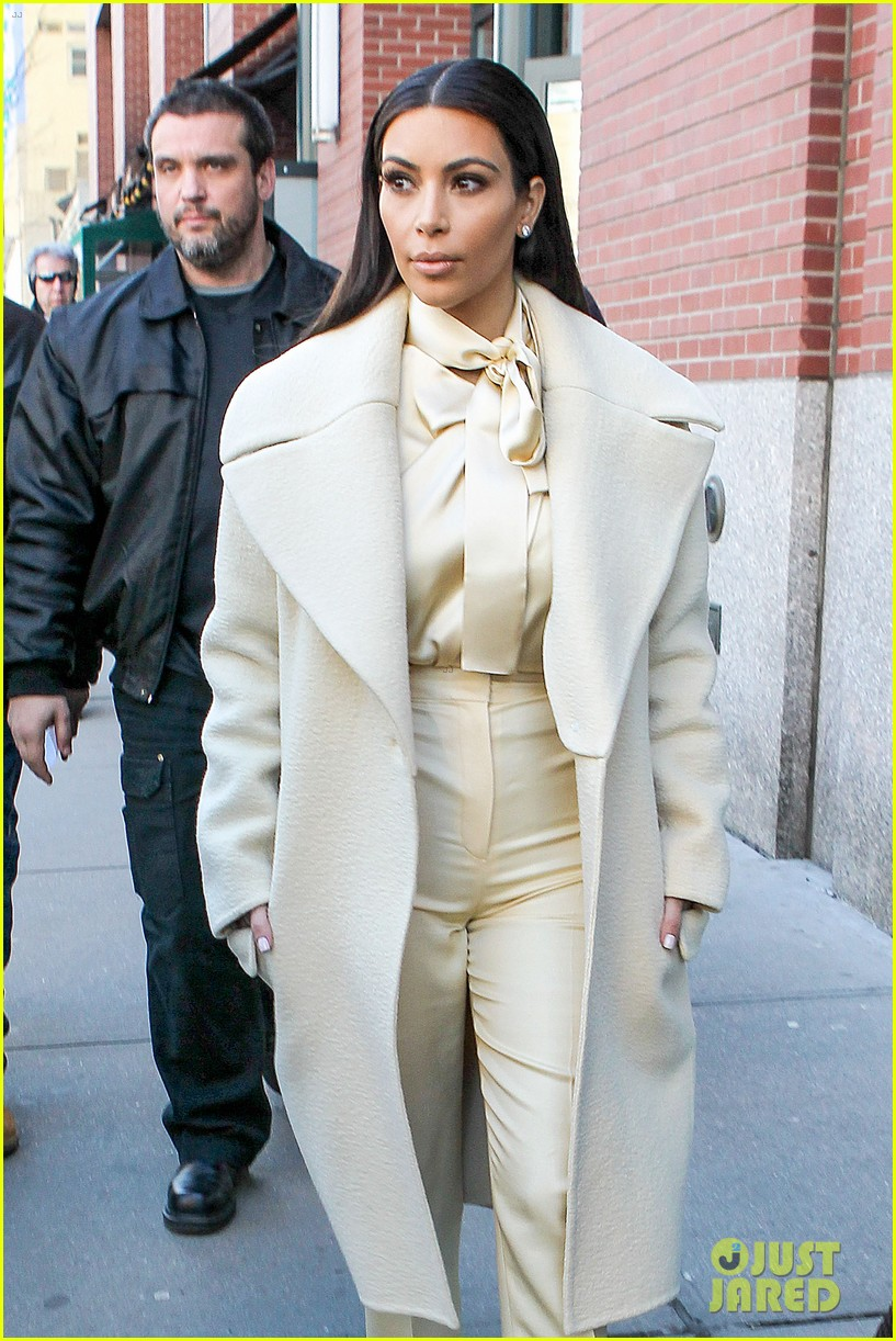 kim kardashian kanye west go shopping together in soho 083059767
