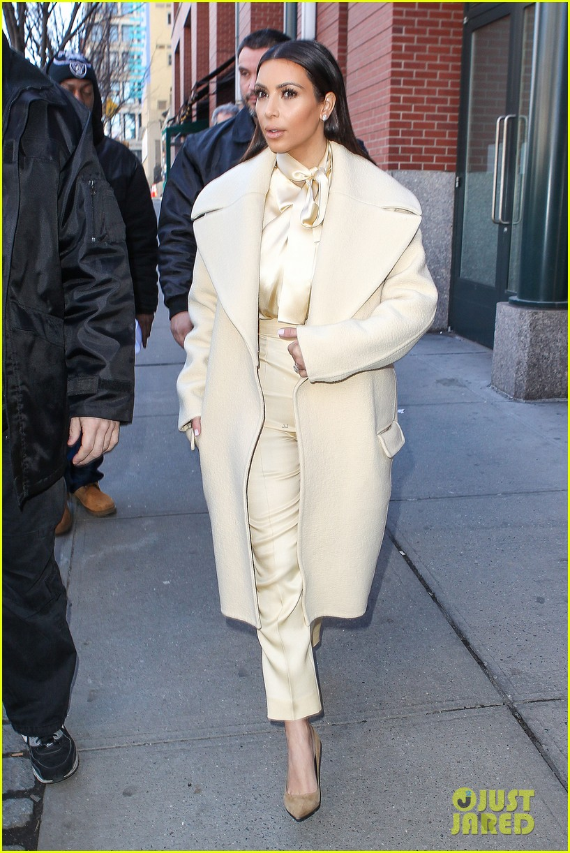 kim kardashian kanye west go shopping together in soho 093059768