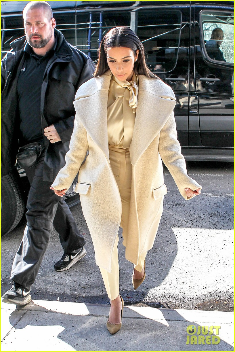 kim kardashian kanye west go shopping together in soho 13