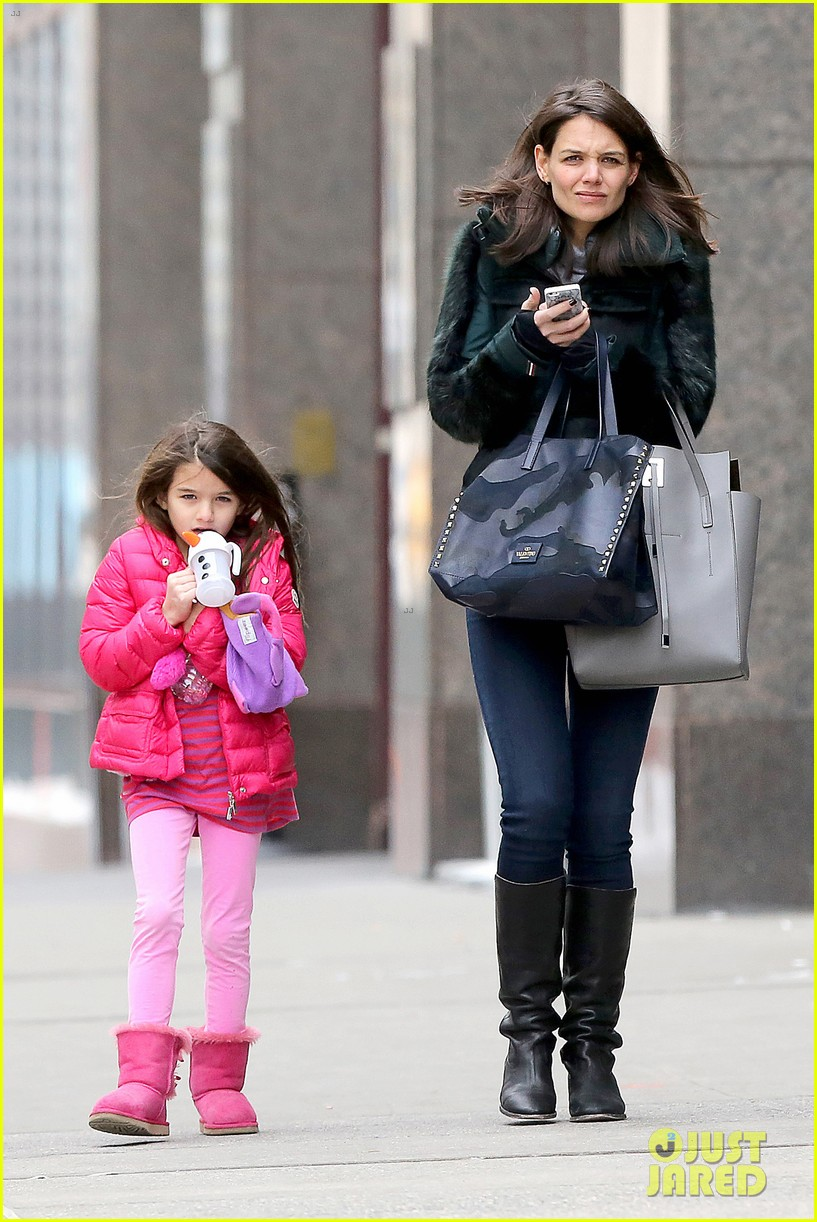 katie holmes ice skating play date with suri 01