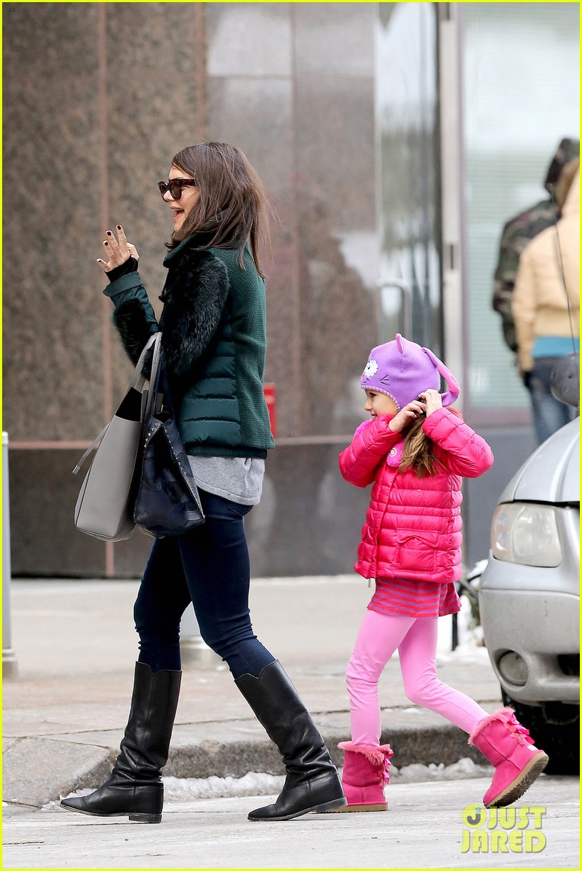 katie holmes ice skating play date with suri 13