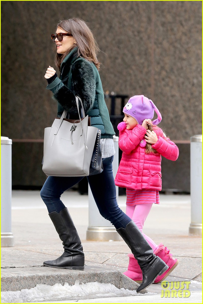 katie holmes ice skating play date with suri 14