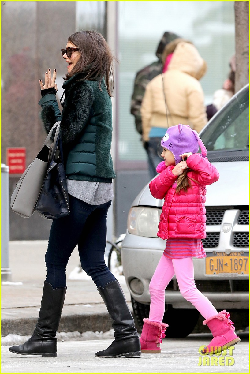 katie holmes ice skating play date with suri 18