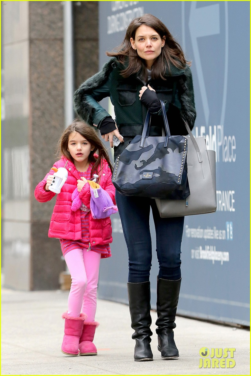 katie holmes ice skating play date with suri 21