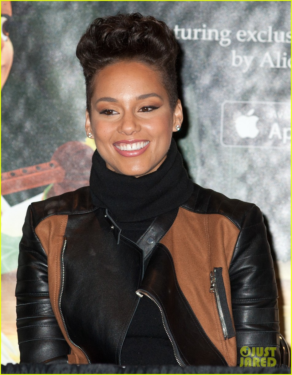 alicia keys debuts unreleased song for valentines day 053054744