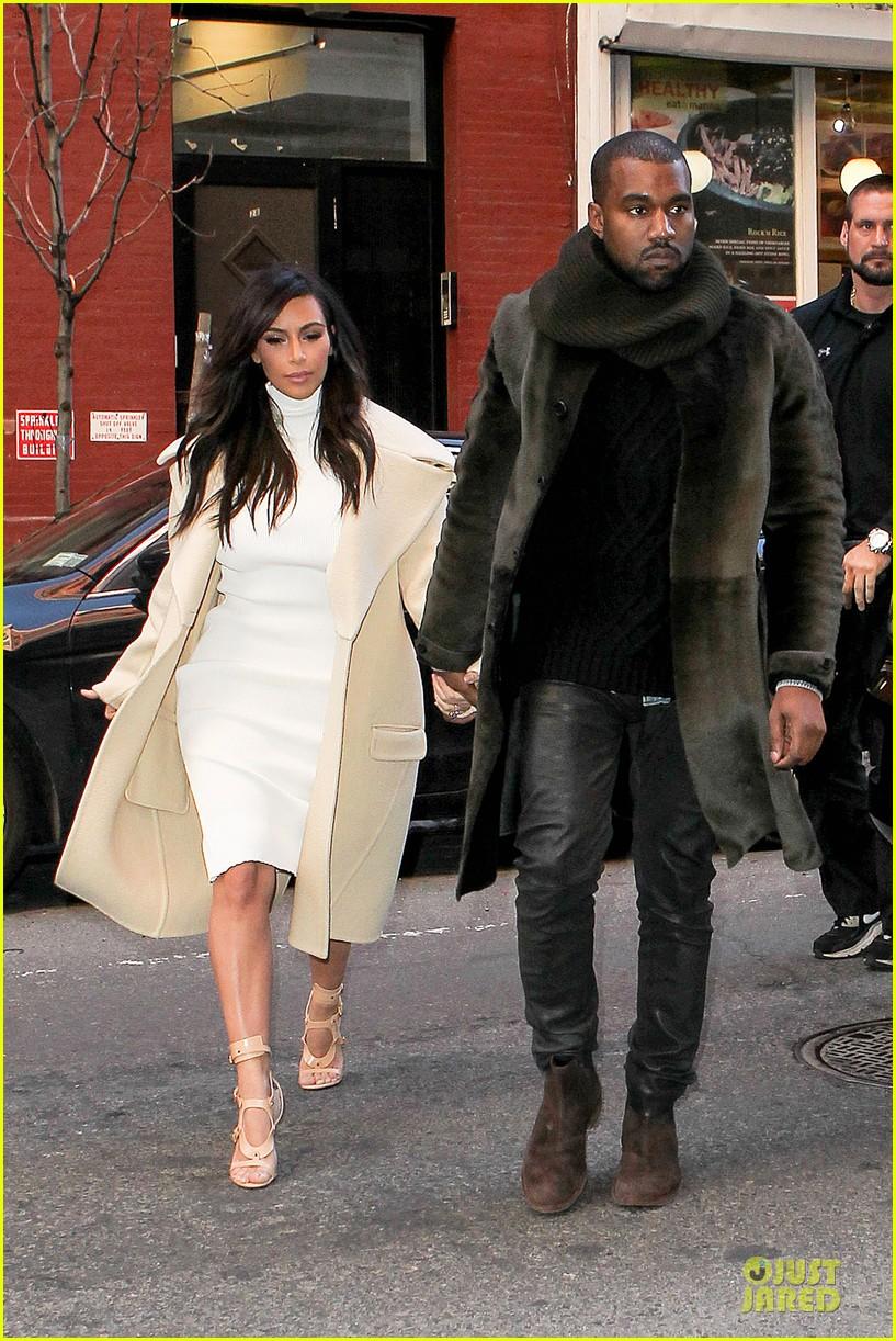 kim kardashian kanye west hold hands at abc kitchen 04
