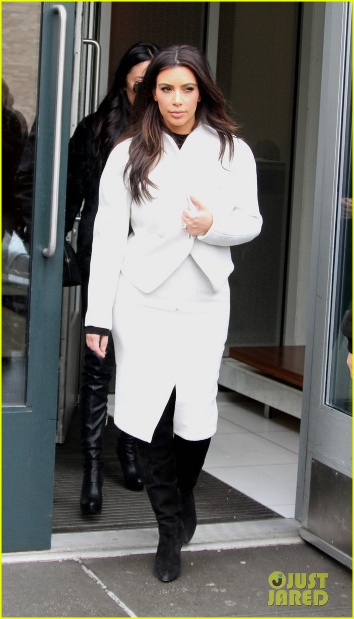 kim kardashian steps out after tonight show surprise appearance 043055709
