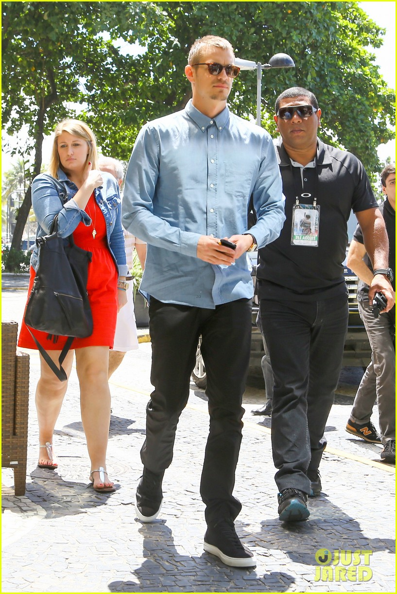 joel kinnaman suits up for robocop premiere in rio 16