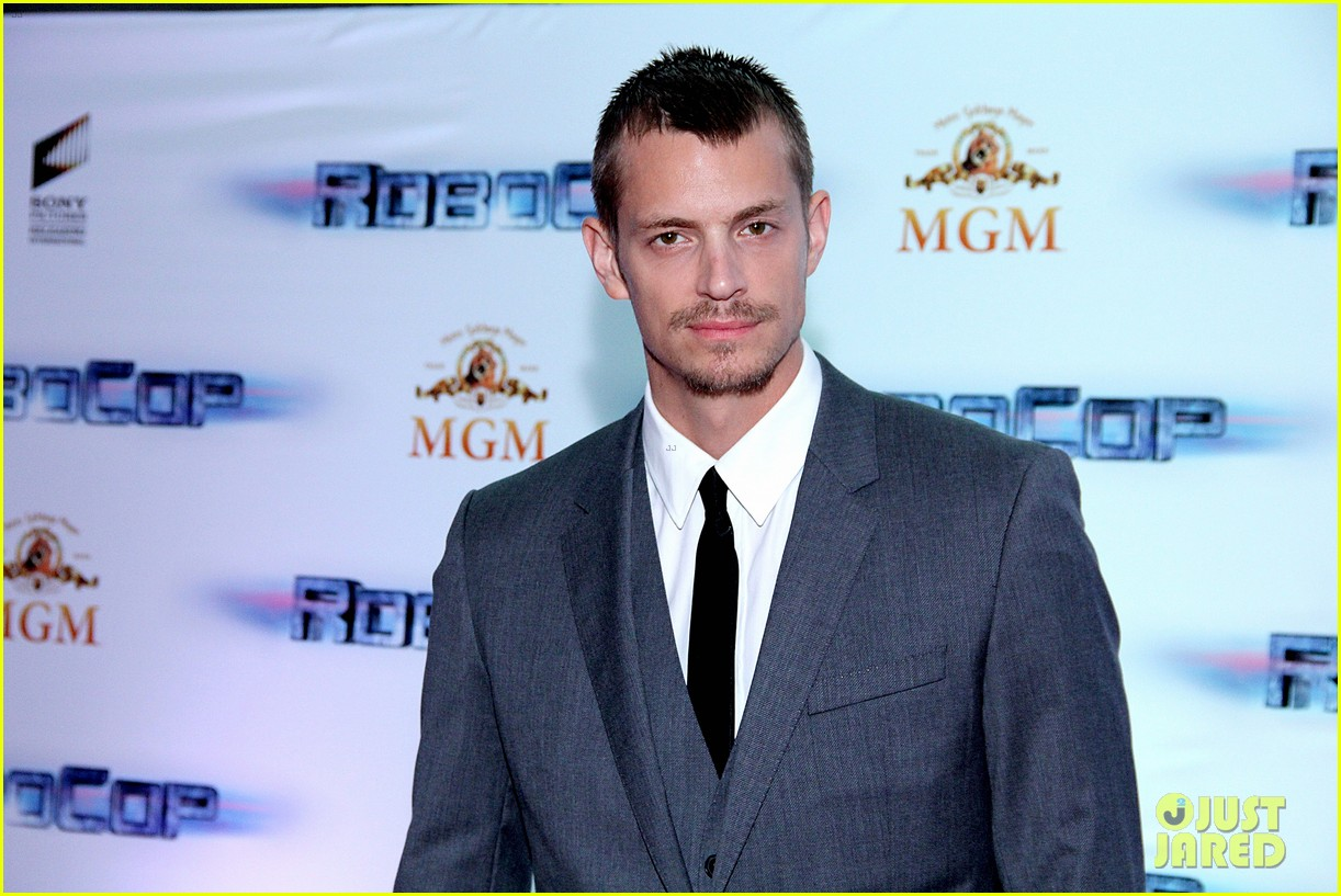 joel kinnaman suits up for robocop premiere in rio 18