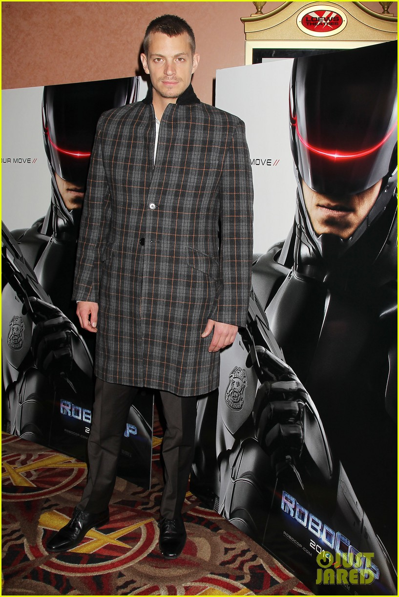 joel kinnaman surprises young fans at robocop screening 01
