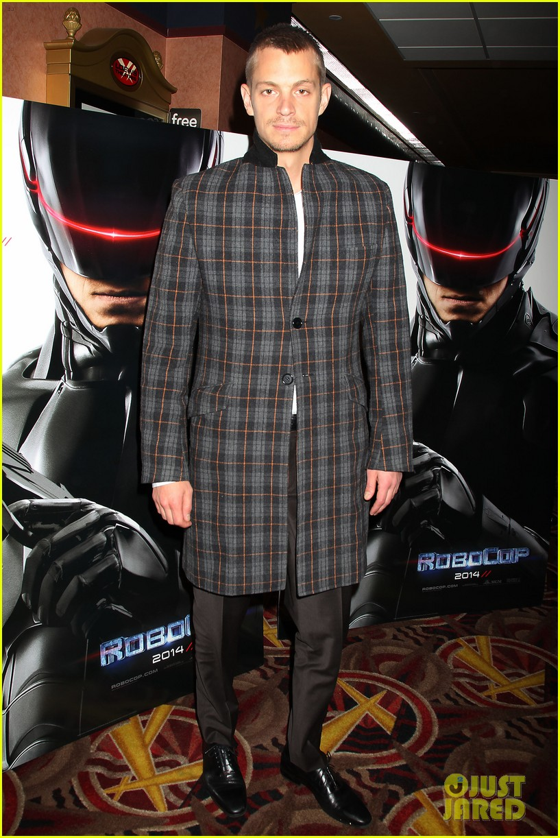 joel kinnaman surprises young fans at robocop screening 10
