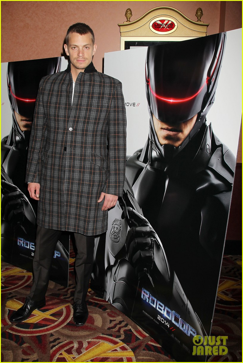 joel kinnaman surprises young fans at robocop screening 193052667