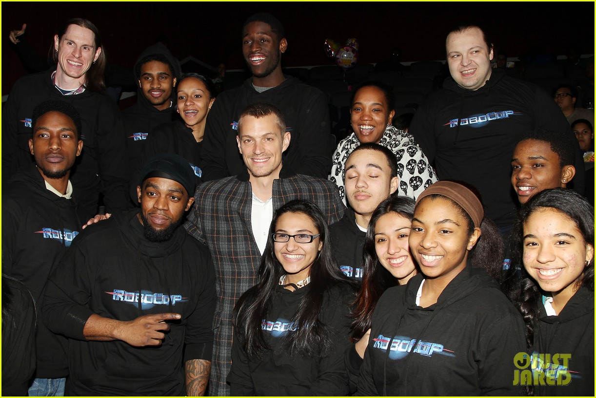 joel kinnaman surprises young fans at robocop screening 273052675