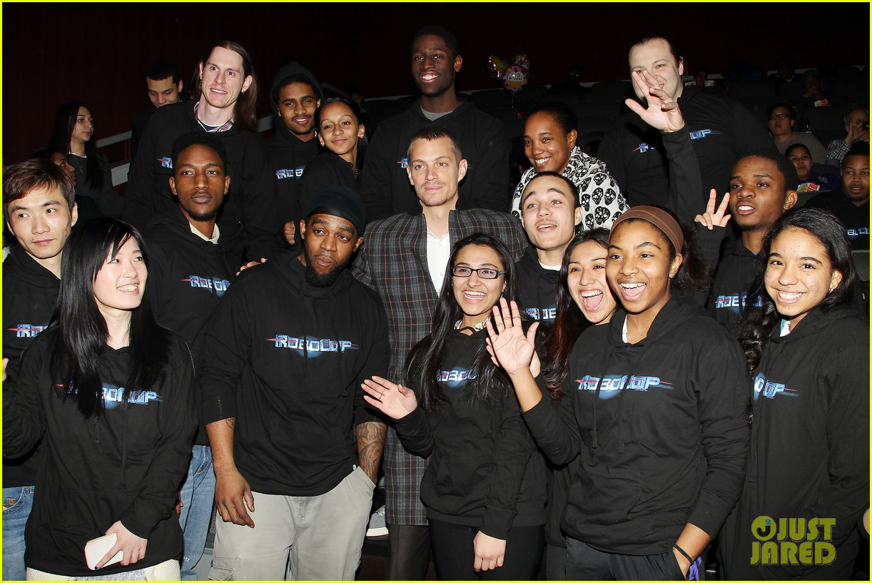 joel kinnaman surprises young fans at robocop screening 28