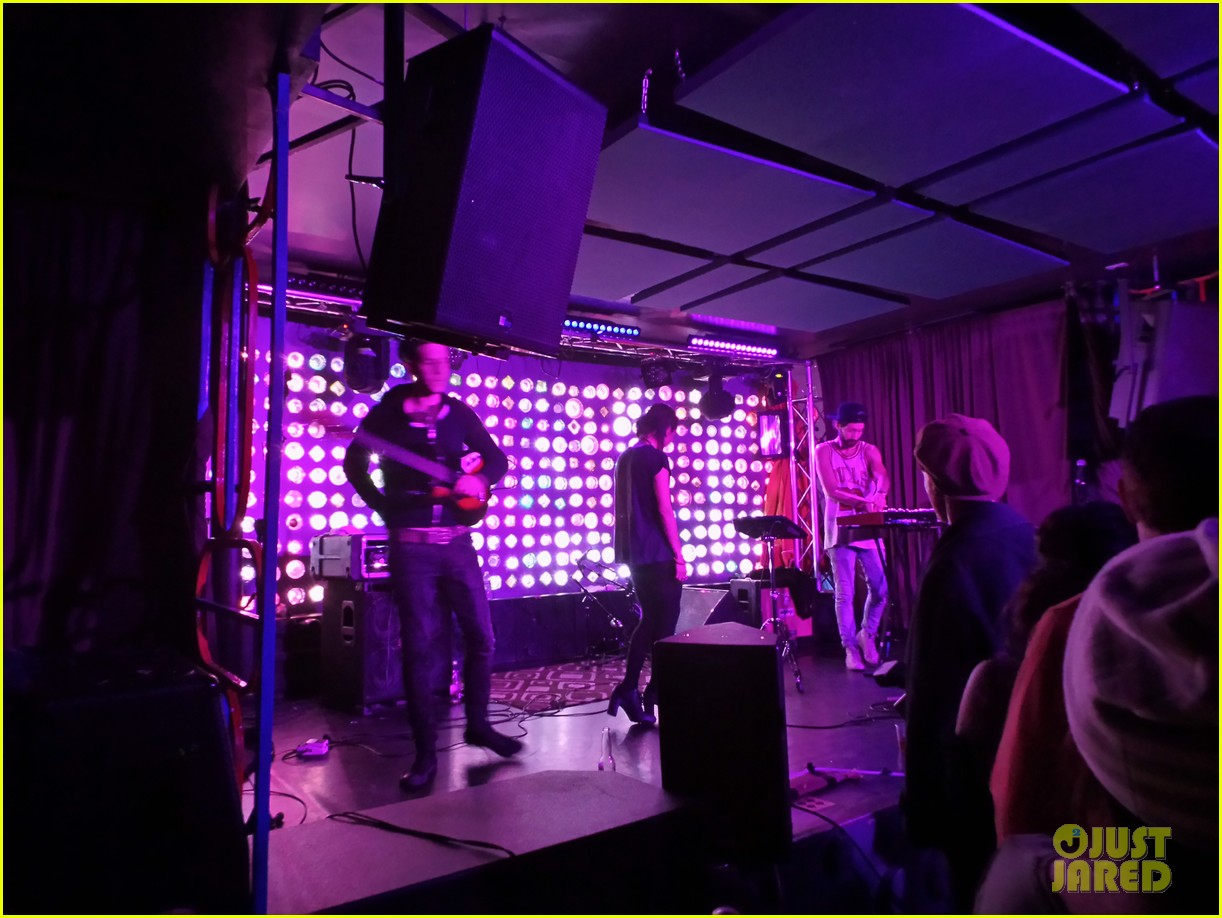 zoe kravitzs band lolawolf packs brooklyn 03