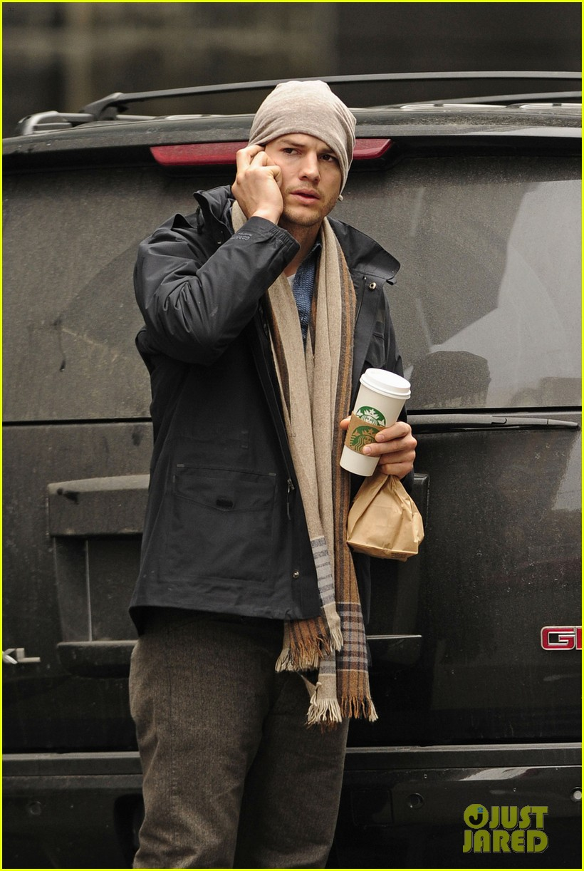 ashton kutcher mila kunis leave new york after short trip 02