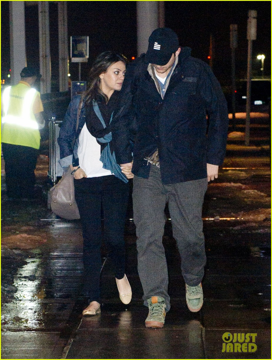ashton kutcher mila kunis leave new york after short trip 073056631