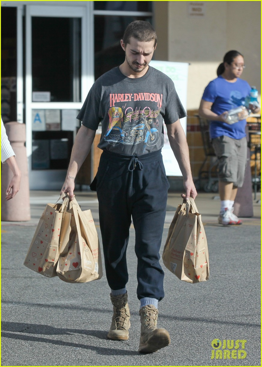 shia labeouf girlfriend mia goth pda pair while shopping 03