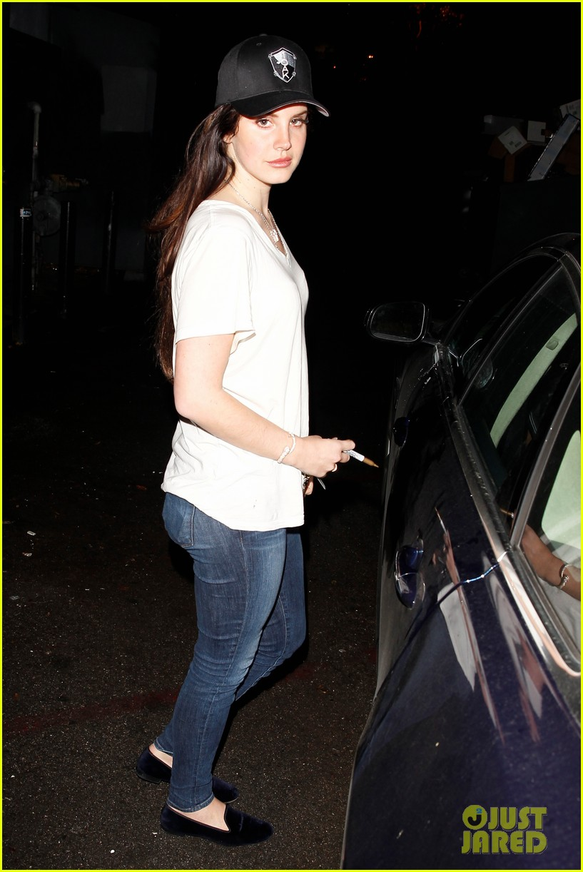 lana del rey spends thursday shopping partying 07