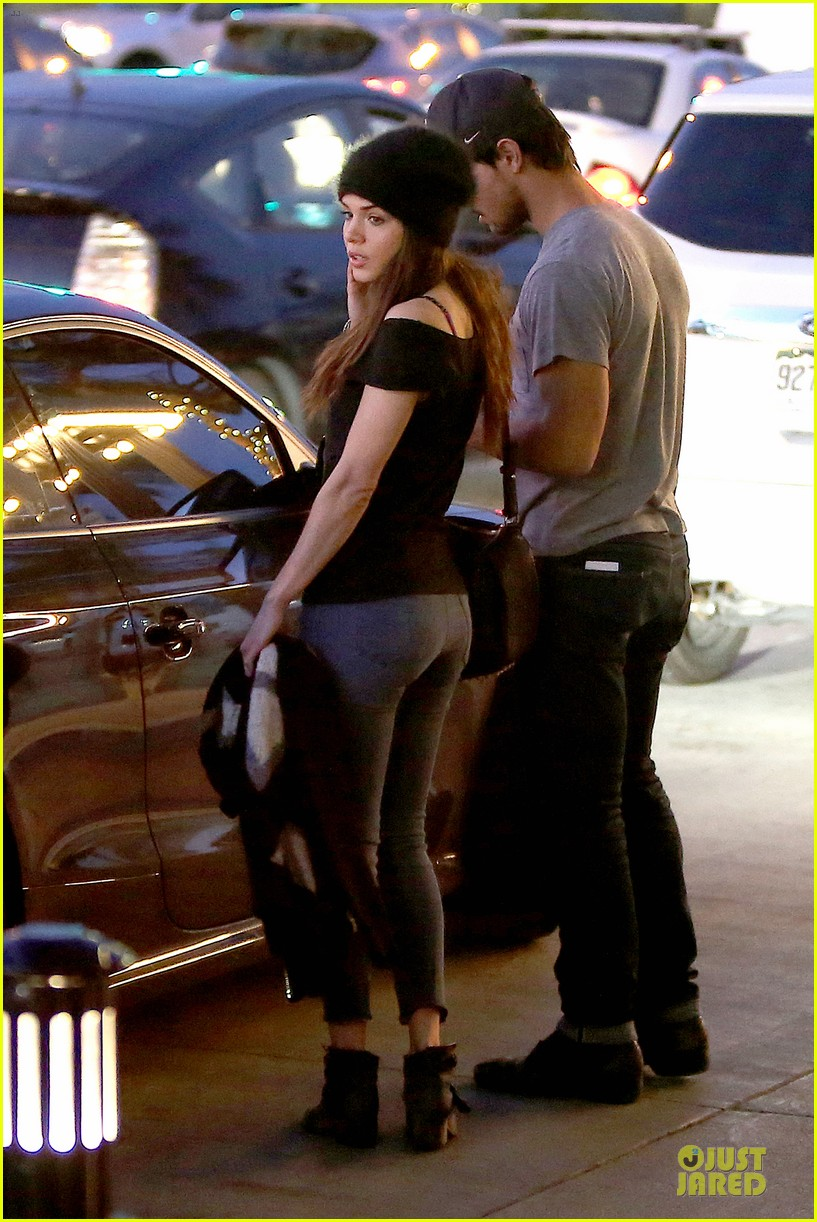 taylor lautner marie avgeropoulos hold hands for dinner 173047591