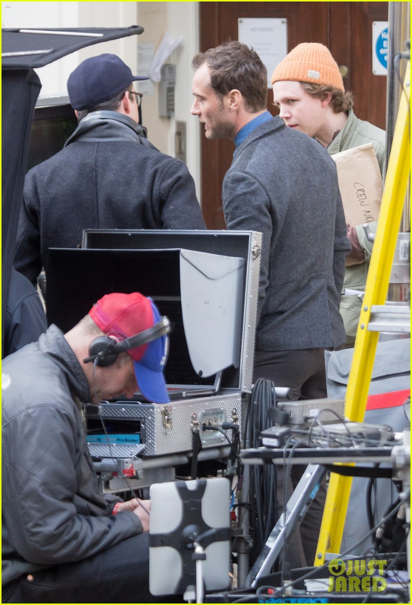 jude law begins filming an unknown production in london 04