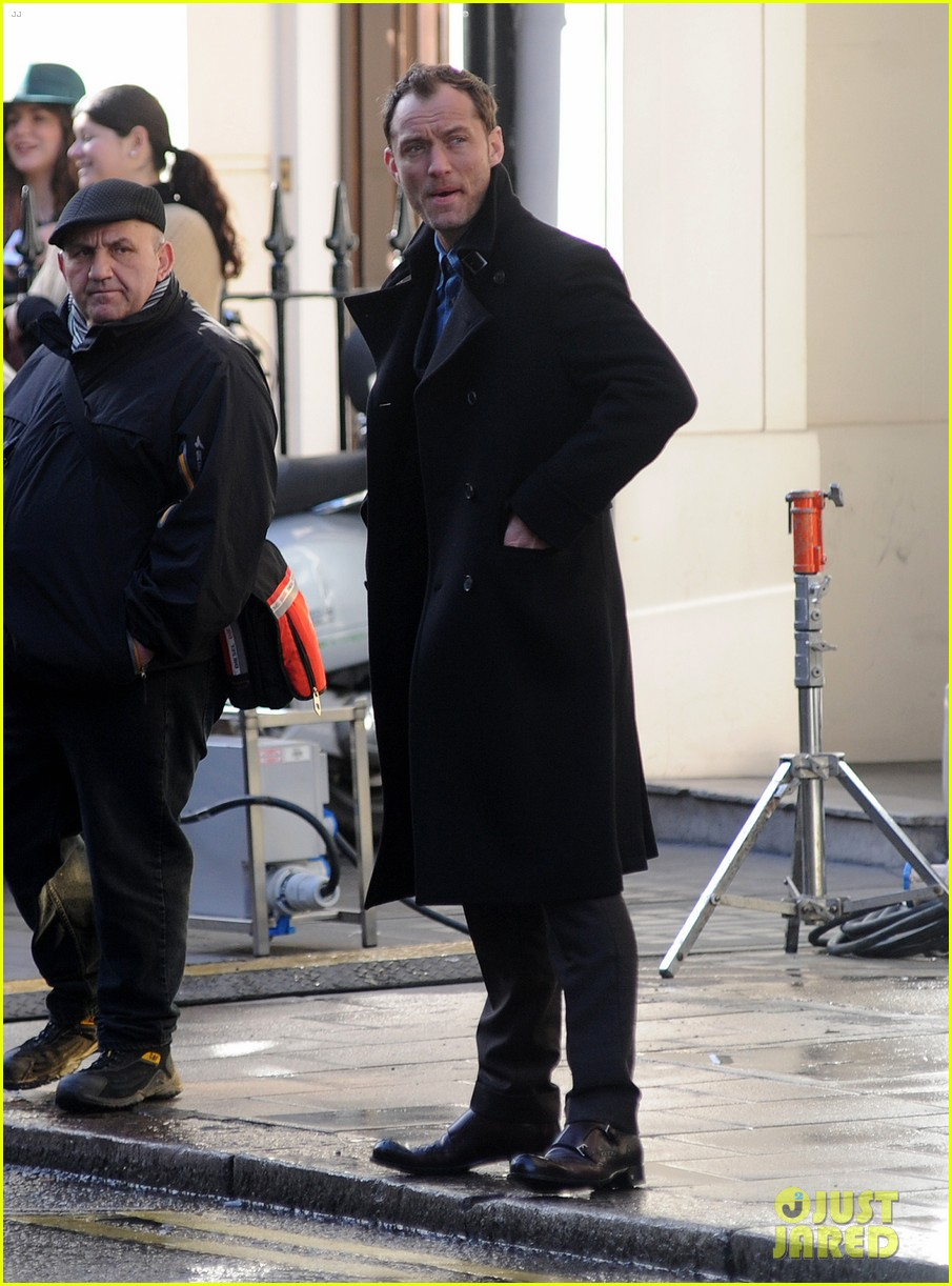 jude law begins filming an unknown production in london 09