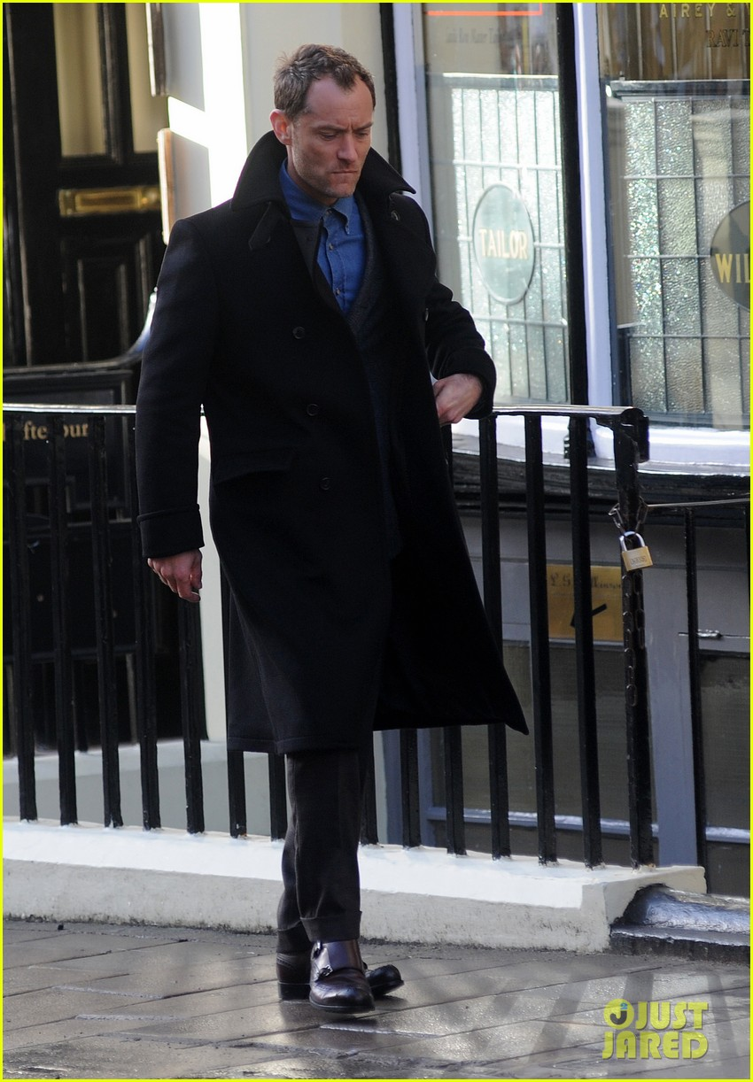 jude law begins filming an unknown production in london 133060862
