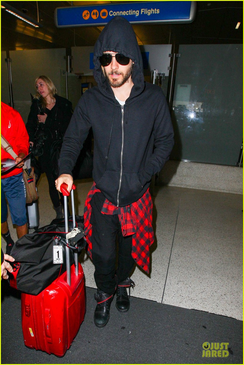 jared leto low profile lax arrival after dallas promo 09