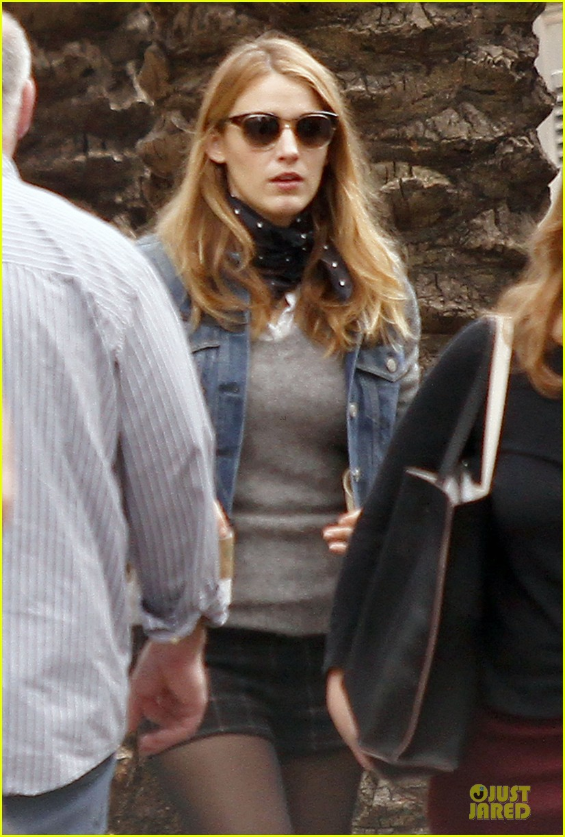 blake lively visits ryan reynolds on mississippi grind set 023055857