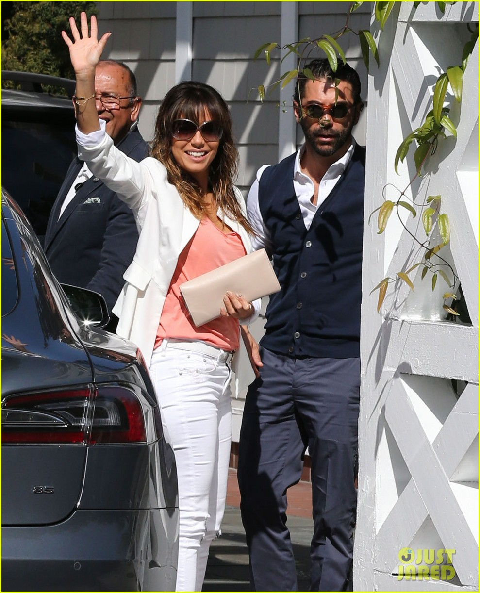 eva longoria jose baston share romantic kiss after brunch 04