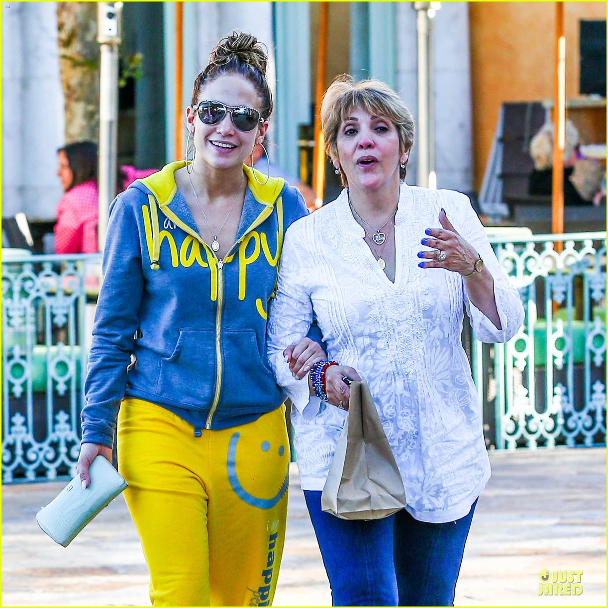jennifer lopez valentine day lunch with mom guadalupe 02
