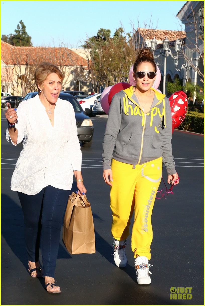 jennifer lopez valentine day lunch with mom guadalupe 08