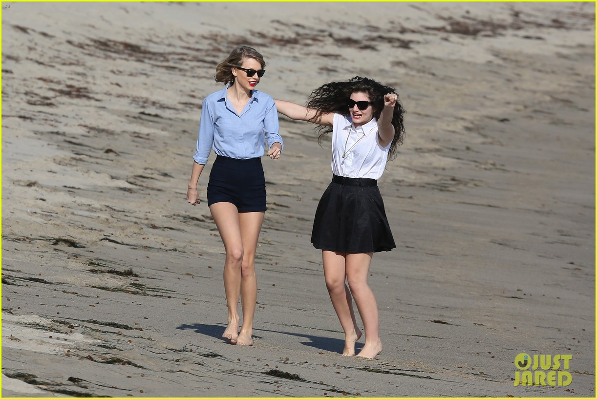 lorde gets breakfast with kiernan shipka after beach day with taylor swift 253059852