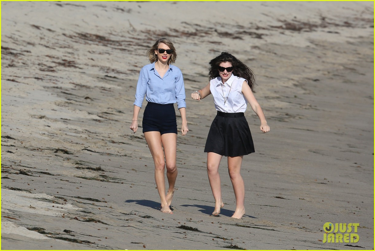 lorde gets breakfast with kiernan shipka after beach day with taylor swift 26