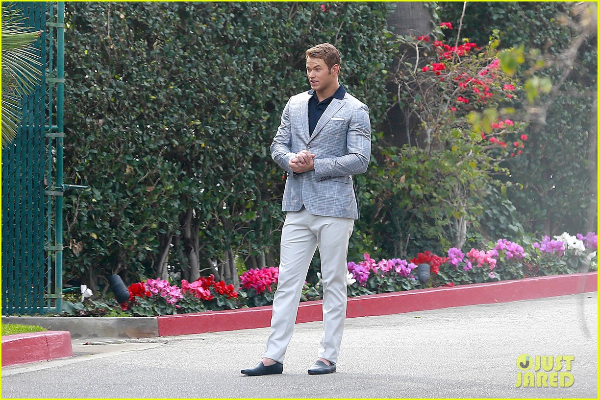 kellan lutz will support red carpet green dress at oscars 2014 18