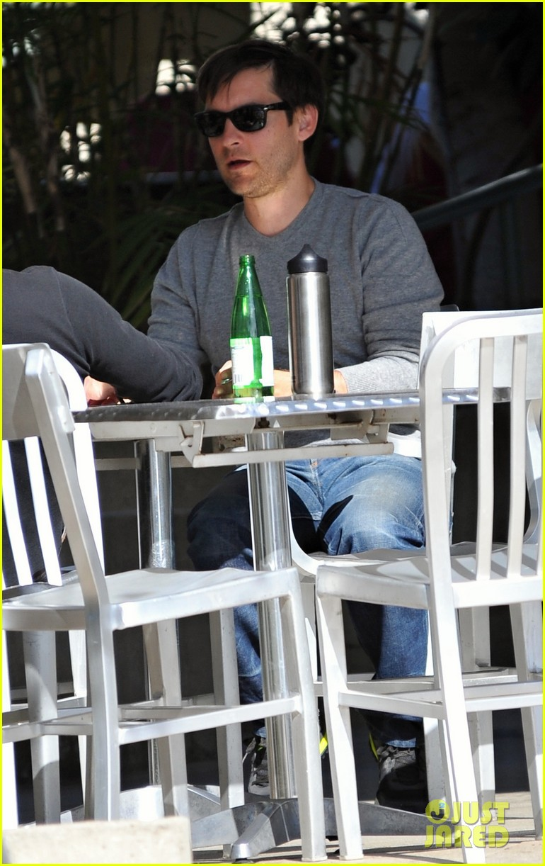 tobey maguire gets in some guy time lunches with a pal 04