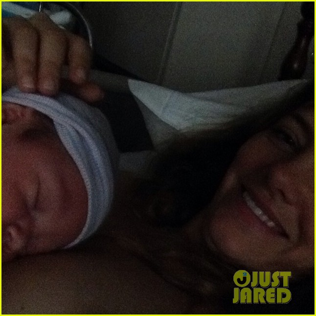 danny masterson bijou phillips welcome baby girl fiona 01