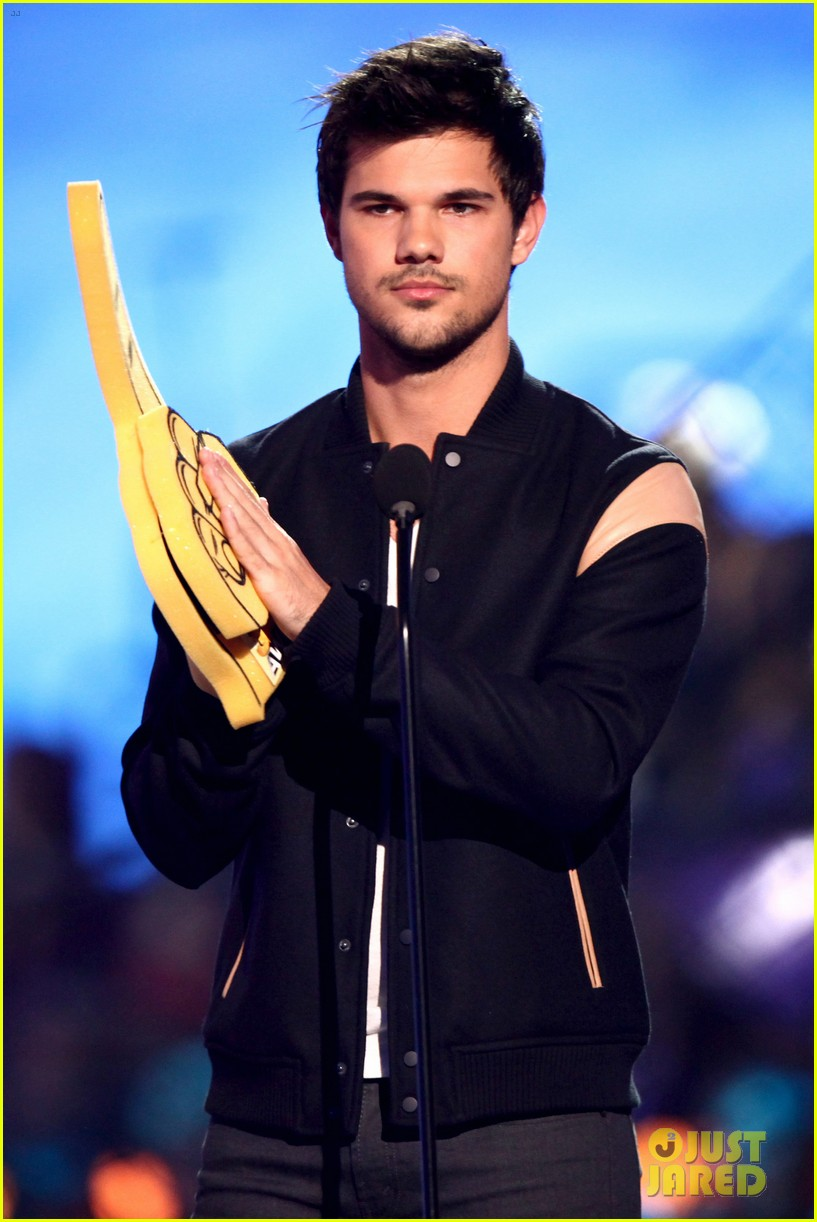 matt bomer taylor lautner hall of game awards 2014 tyler posey 03