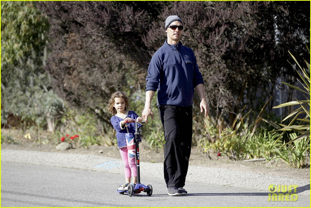matthew mcconaughey his family work on their fitness together 09