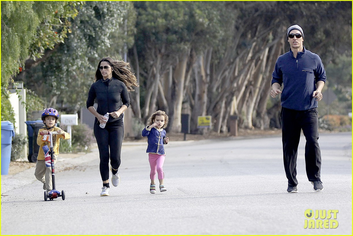 matthew mcconaughey his family work on their fitness together 183059000