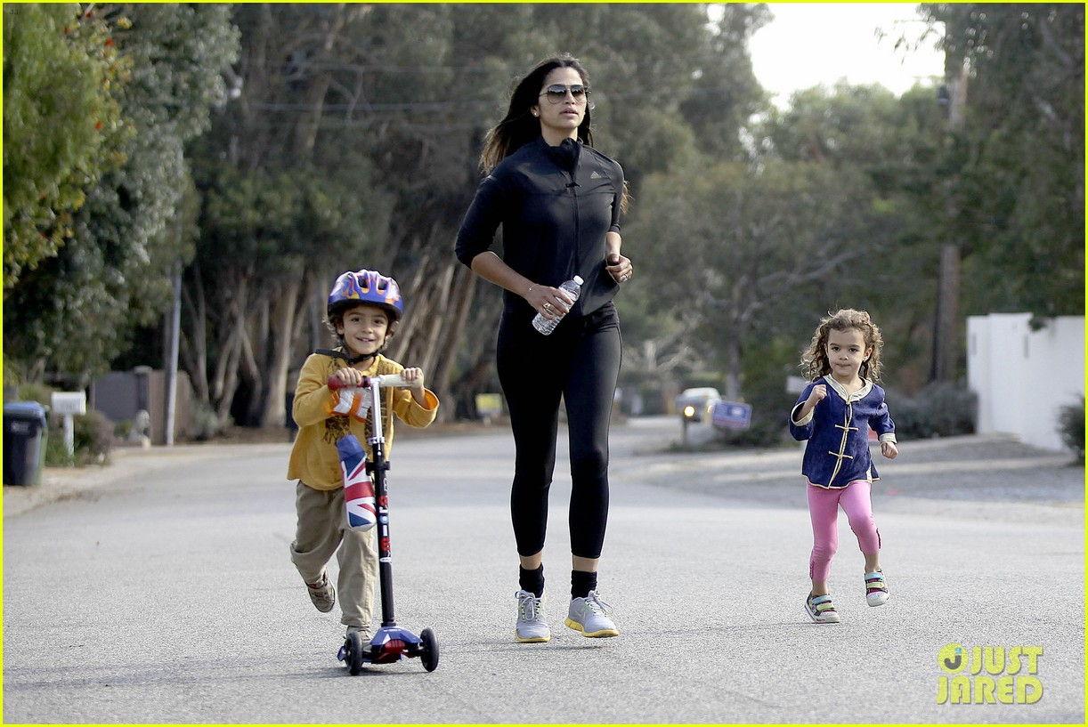 matthew mcconaughey his family work on their fitness together 233059005
