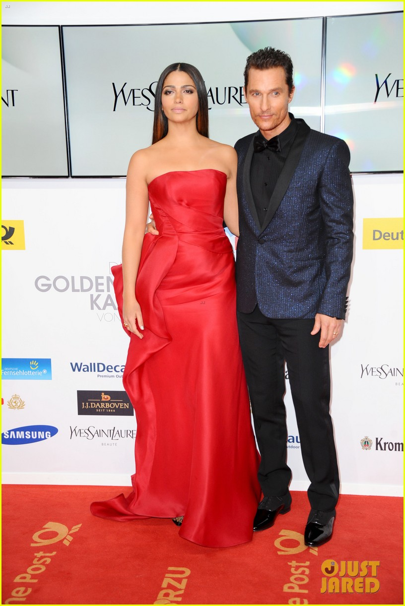 matthew mcconaughey camila alves picture perfect pair at goldene kamera awards 11