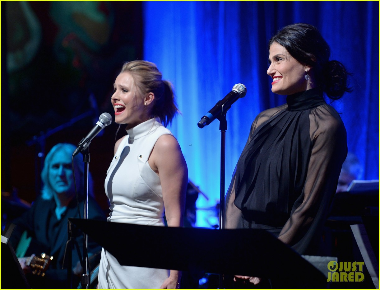 idina menzel sings let it go for frozen cast reunion 25