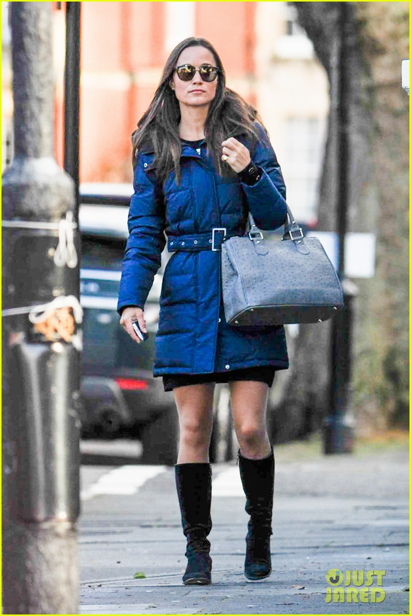 pippa middleton braves cold london weather in short skirt 063053002