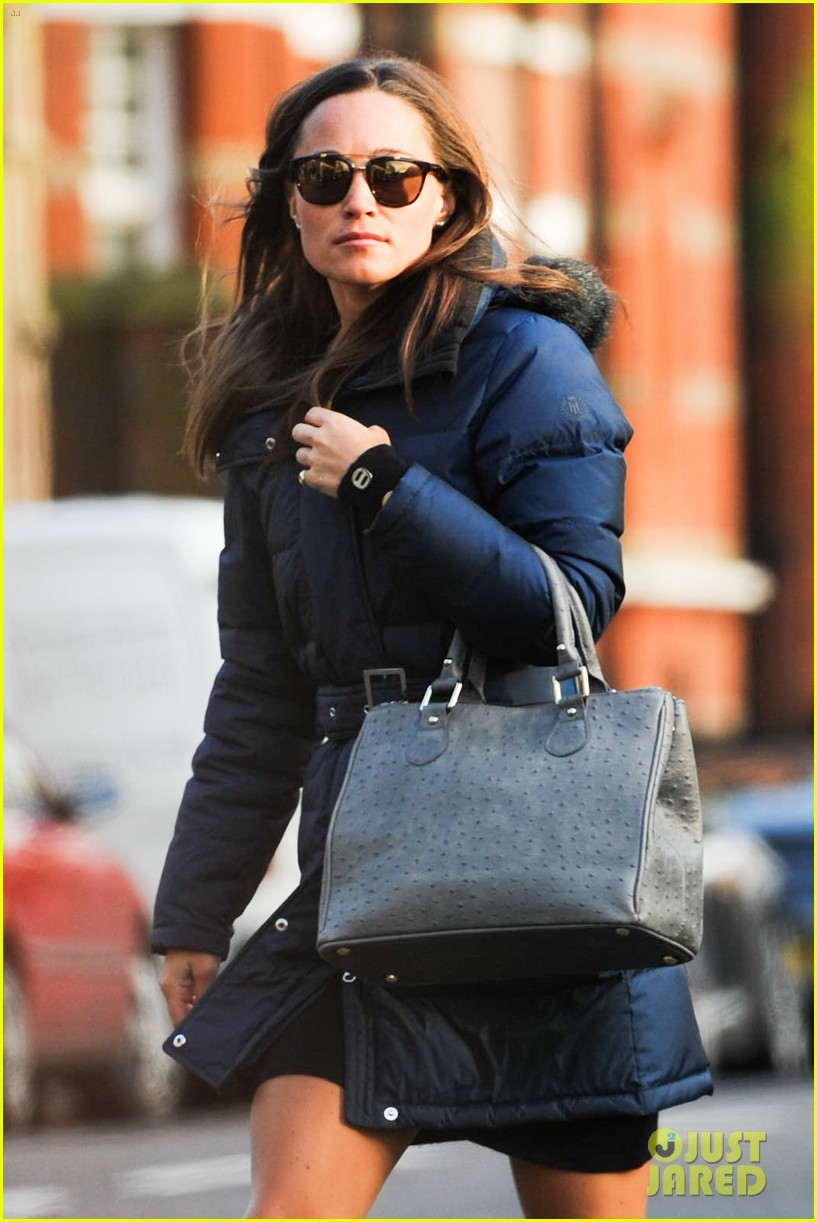 pippa middleton braves cold london weather in short skirt 083053004