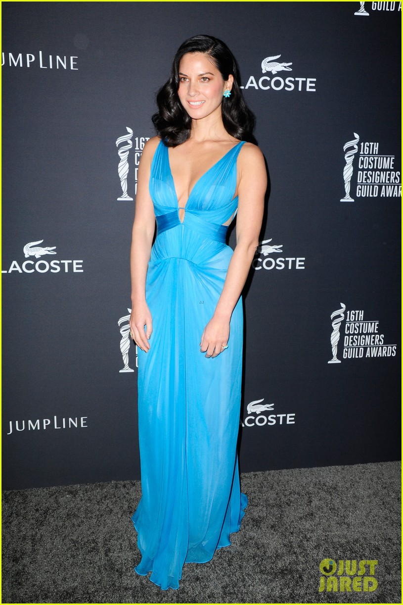 olivia munn mindy kaling costume designers guild awards 2014 01